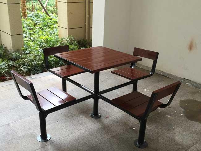 波隆城市花园休闲桌椅套装安装实例